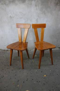 Stolik świetlicowy oraz krzesła zydle projektu spółki Olgierd Szlekys (1908–1980) i Władysław Wincze (1905–1992), lata 1945-1955.